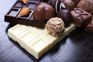 Бял и черен шоколад